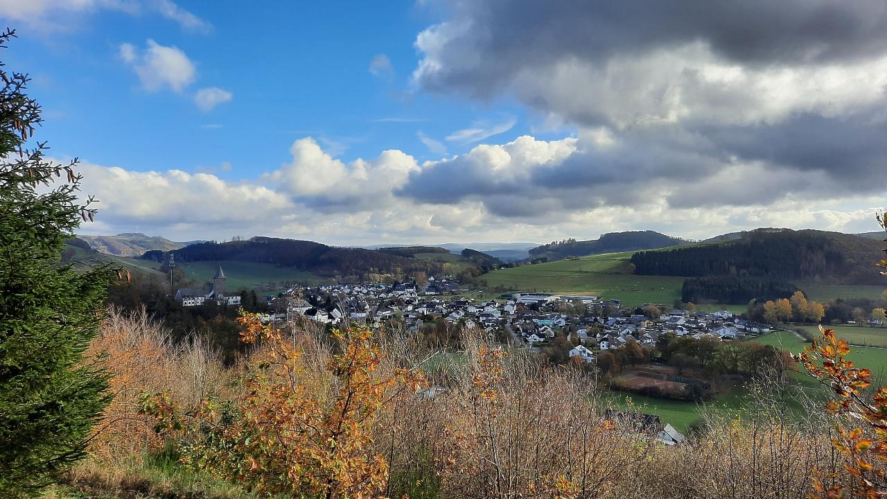 Blick vom Sonnenstück zurück auf Grevenstein
