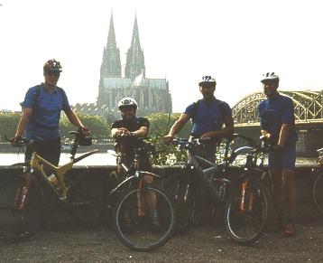 Endlich geschafft: am Rheinufer
